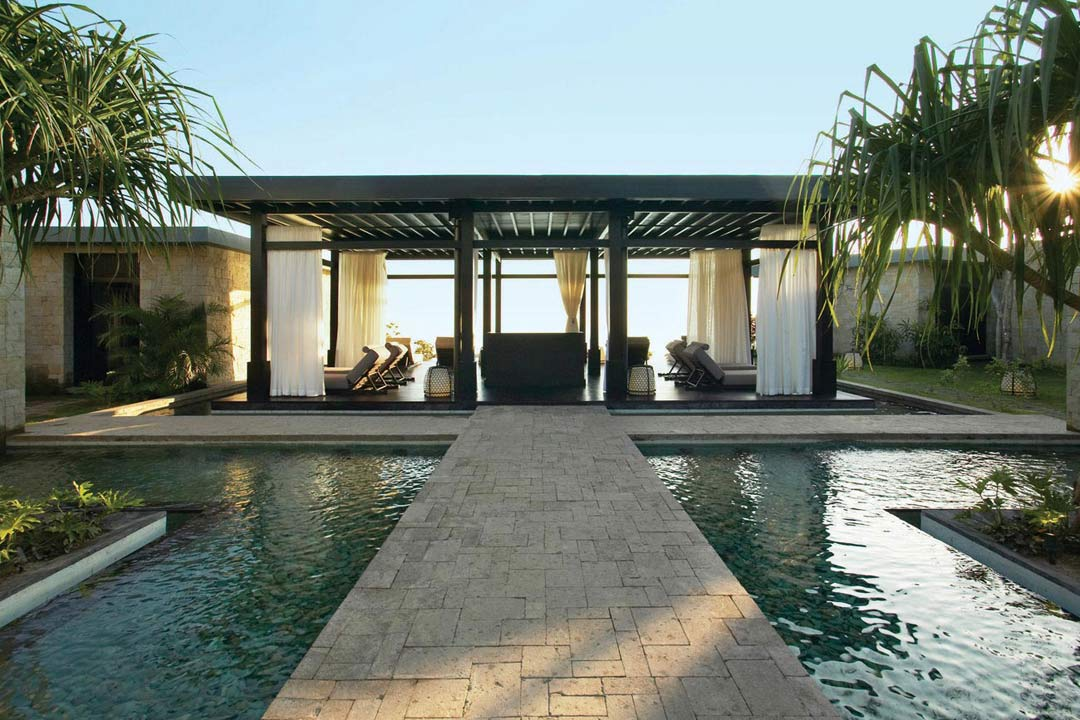 Bulgari hotels resorts bali uluwatu bali indonesia for Exclusive luxury hotels