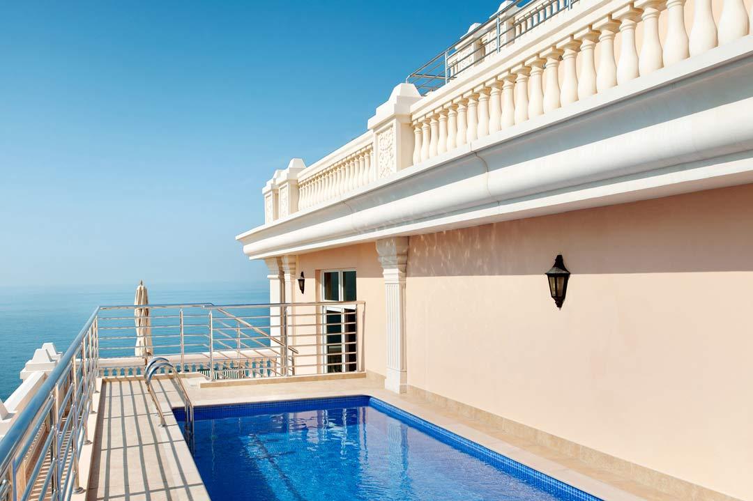 Kempinski hotel residences palm jumeirah dubai united for Best hotels dubai palm